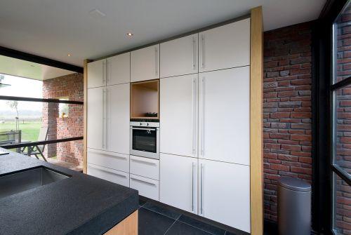 VRI interieur: keuken met houten laden