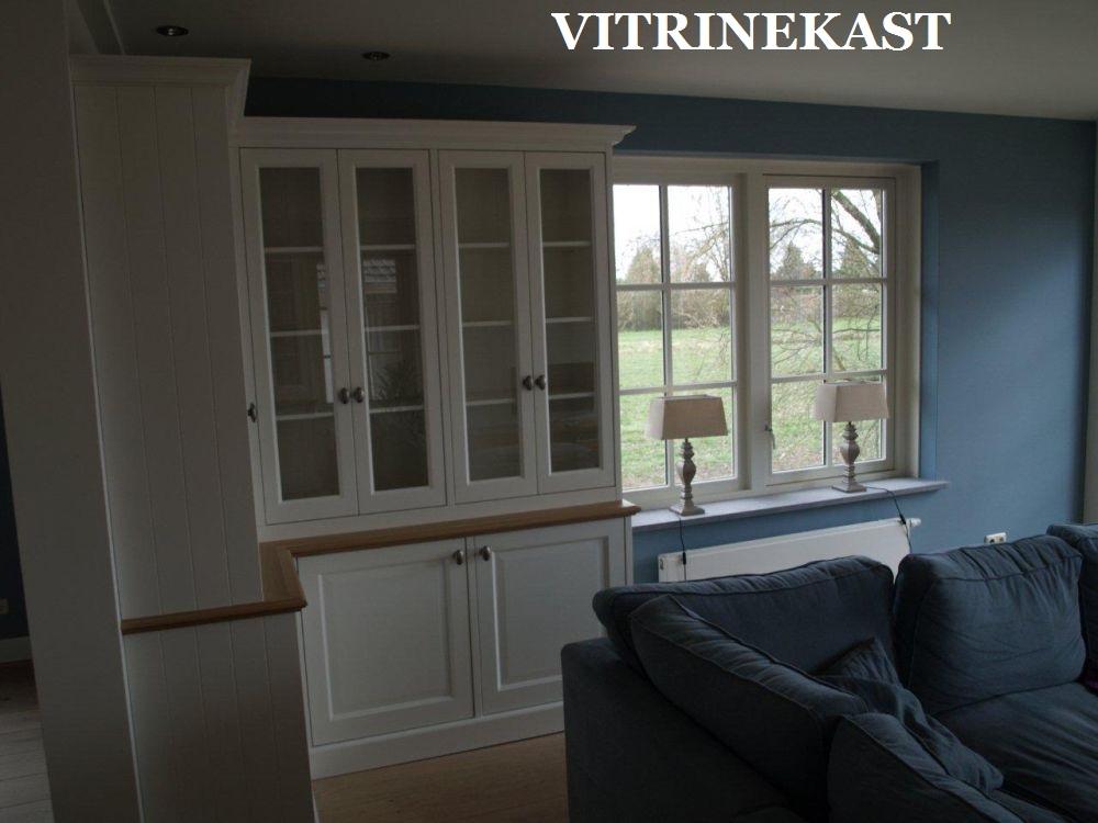 VRI interieur vitrinekast