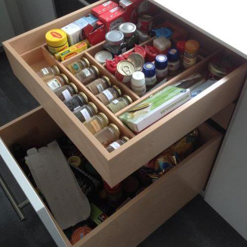 VRI interieur: design keuken in hoogglans en houten laden