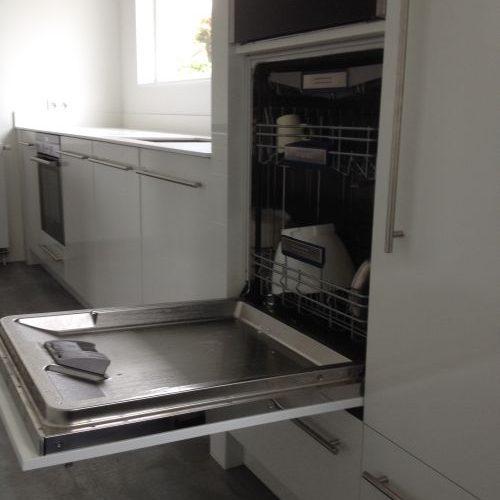 VRI interieur: design keuken met vaatwasser op hoogte