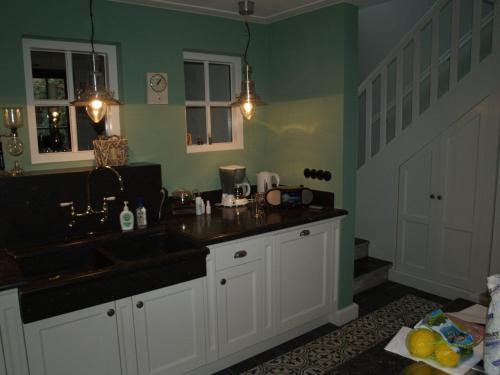 VRI interieur: landelijk klassieke keuken met 1,5m fornuis
