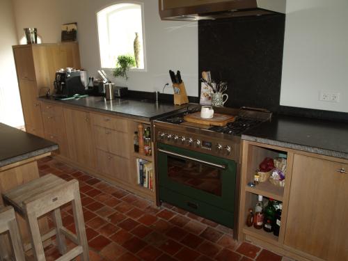VRI interieur: landelijk moderne woonkeuken in eiken