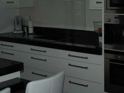 VRI interieur: design keuken hoogglans wit