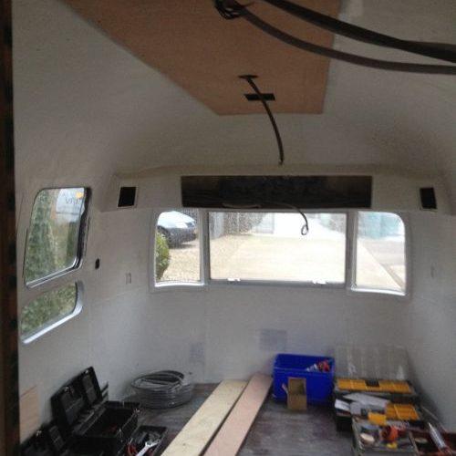 VRI interieur: bouw slaapkamer Airstream trailer
