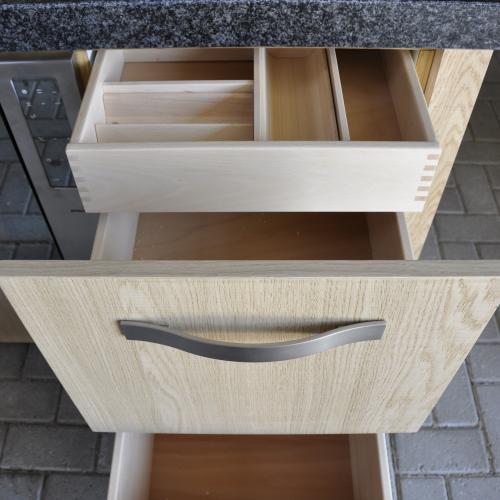 VRI interieur: exclusieve houten laden met binnenlade