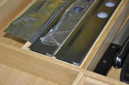 VRI interieur: exclusieve houten lade met foliehouders