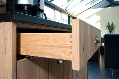 VRI interieur: exclusieve houten bestekla
