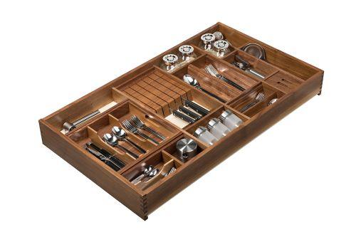 VRI interieur: exclusieve houten bestekla in noten