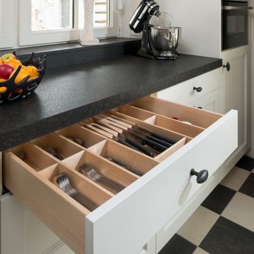VRI interieur: exclusieve houten laden