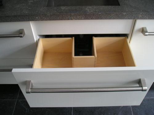 VRI interieur: exclusieve houten spoelbaklade