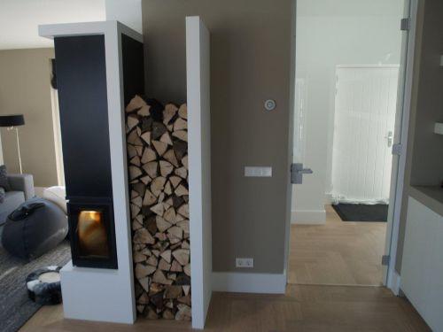 VRI interieur: openhaard met houtopslag