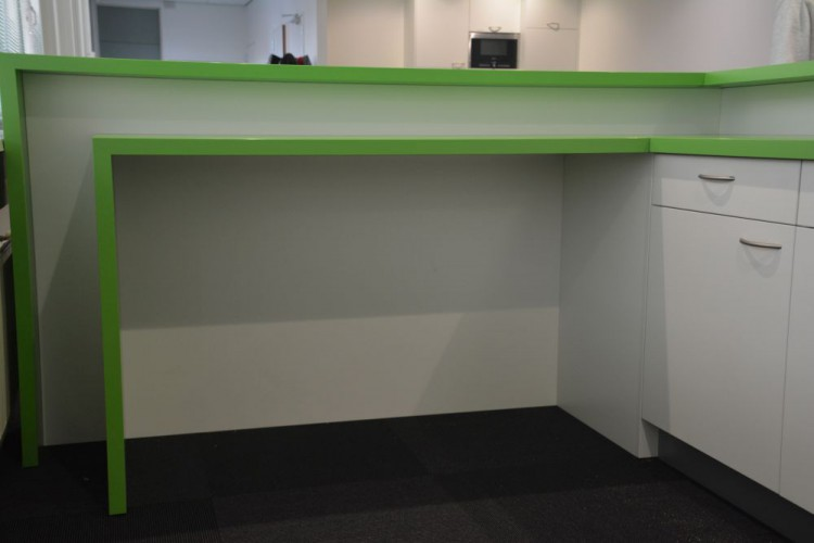 Bar voor op kantoor gemaakt door VRI interieur