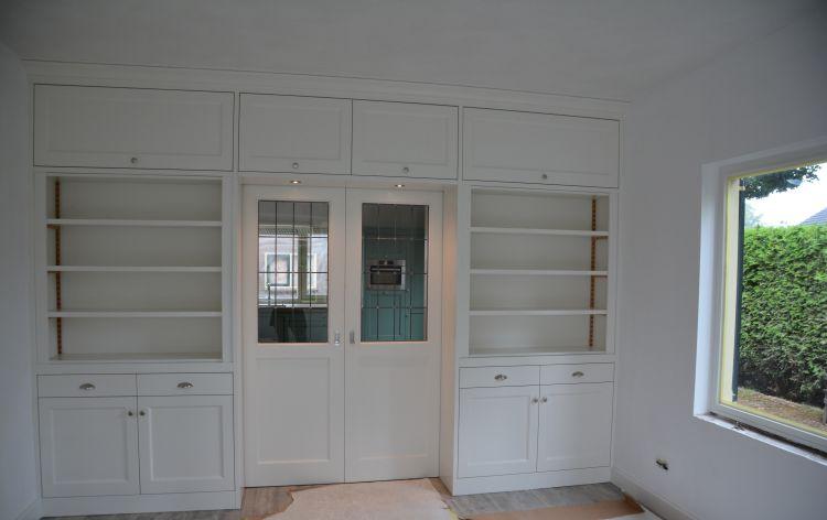 VRI interieur: kamer en suite woonkamer