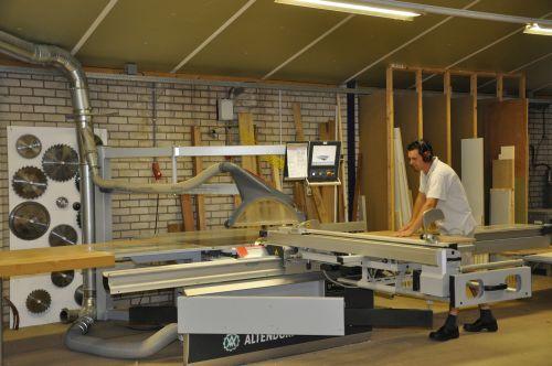 VRI interieur: Amerongen werkplaats computergestuurde formaatzaag Altendorf F45 16