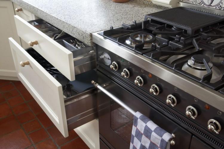 VRI interieur: landelijke keuken in het wit