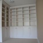 VRI interieur: landelijk klassieke boekenkast in het wit
